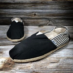 NWT Toms Unisex Black Stripped Loafer Boat Shoe